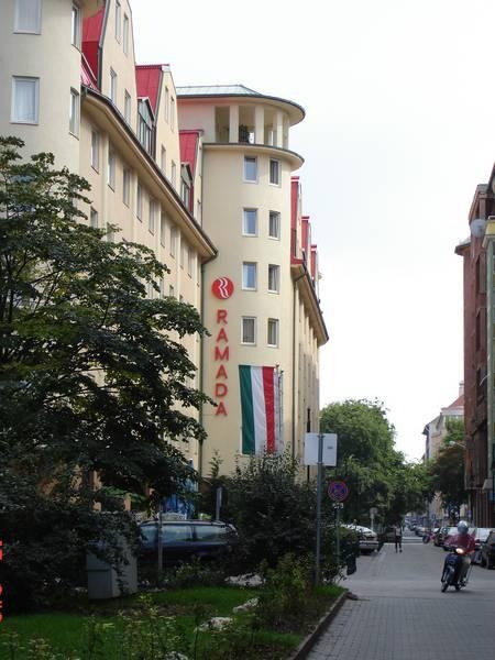 Új szálloda a sétáló utcává alakított Tompa utcában a rehabilitáció után