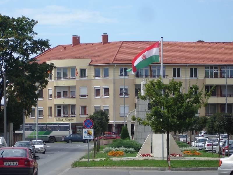 A belváros északi részének főutcája és főtere a rehabilitáció után