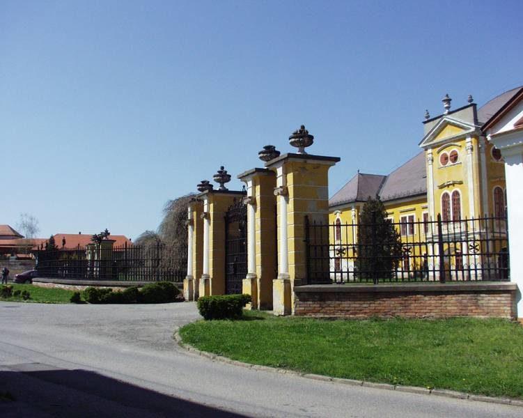 A kastély a rehabilitáció előtt