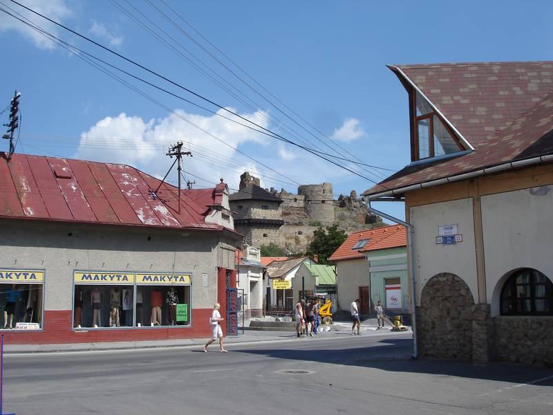 A városfejlesztési akcióterv alapján elindított közterületi rehabilitáció a vár alatt