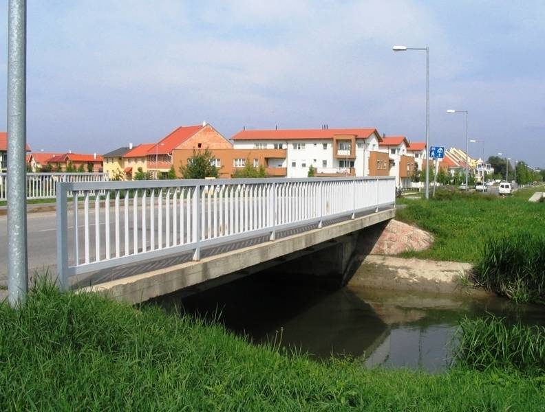 Az új lakóterület feltárása érdekében épített híd
