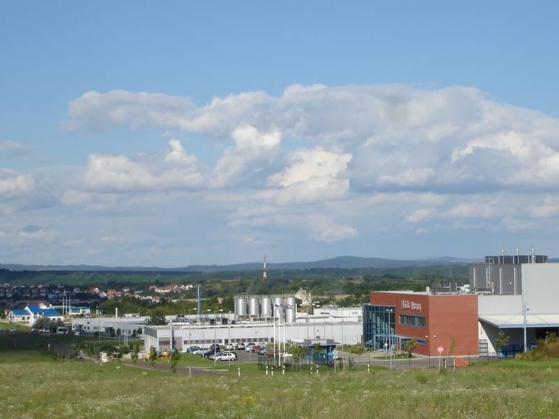 Az ipari park távlati képe a 2. számú főút felől délről