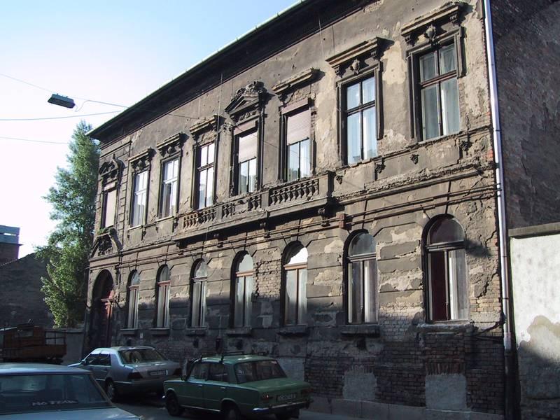 Egy épület a rehabilitáció előtt