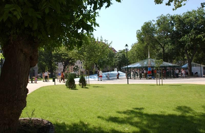 Ferenc tér szökőkúttal és pavilonokkal a rehabilitáció után