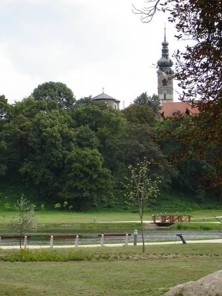 Városkép a rehabilitált várkerttel
