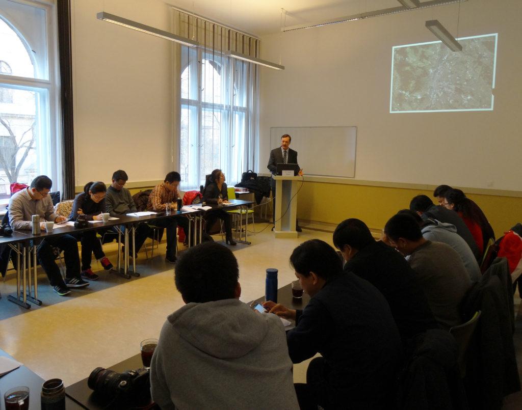 A kínai mérnökdelegáció az EDUTUS Főiskolán Bajnai László előadásán