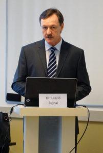 Dr Bajnai László településfejlesztési előadását tartja a kínai mérnök delegációnak